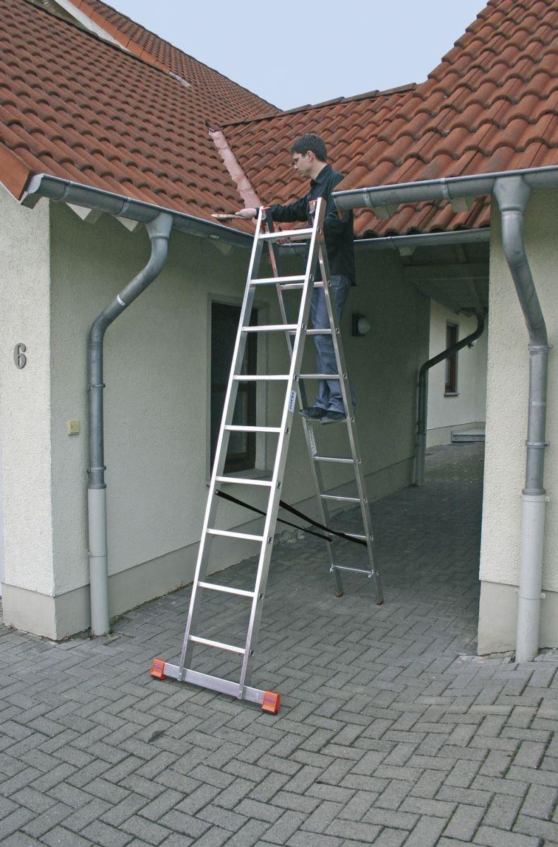 Sử dụng thang nhôm chư A sửa chữa mái nhà