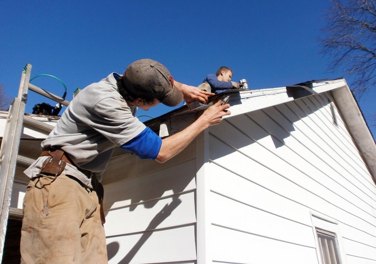 Thang nhôm - Dụng cụ hỗ trợ đắc lực cho công việc dọn nhà ngày Tết