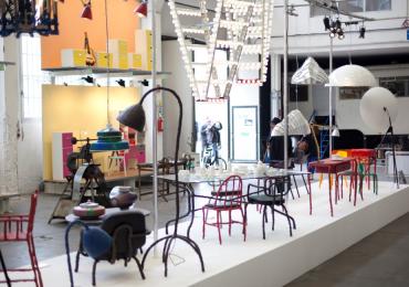 Ý tưởng trang trí quán cafe độc đáo với thang nhôm